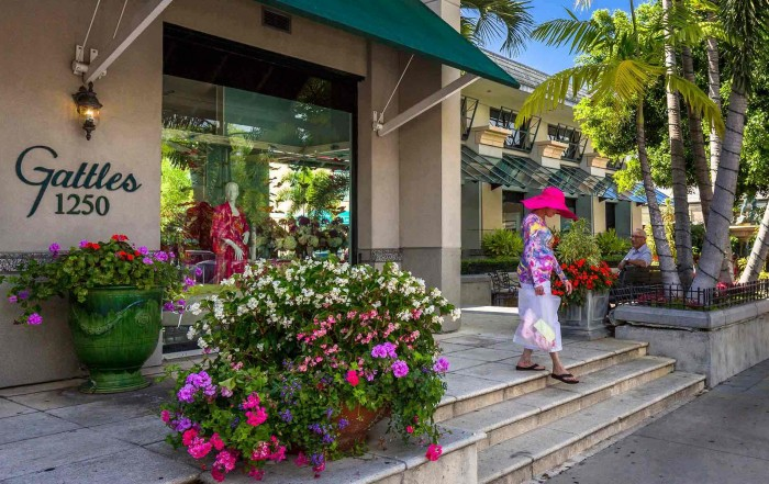third-street-south flowers in front of gattles
