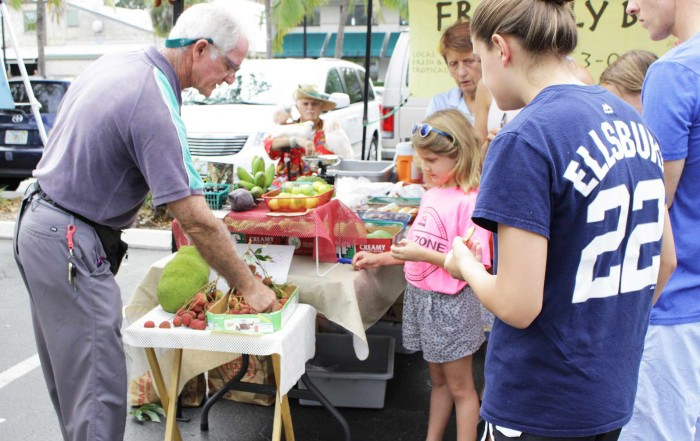 third street south Farmers Market - friendly burds