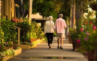 couple walking rainy sidewalk