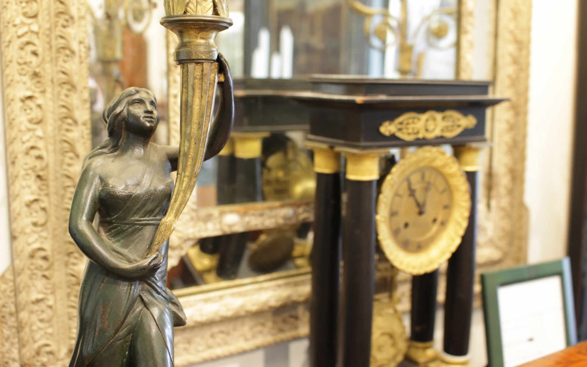 Paradise Antiques of Naples
